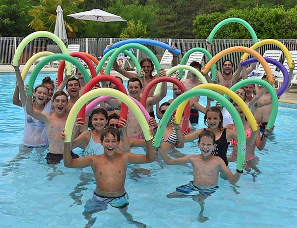 adolescents club piscine relais du moulin neuf vacances d'été lot et garonne