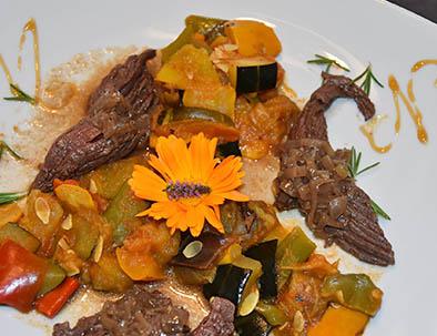bavette aux échalotes et ratatouille avec les légumes du jardin du relais du moulin neuf