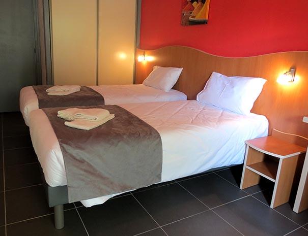 chambre lit double relais du moulin neuf hébergement