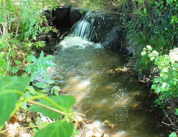 chute d'eau au club de vacances relais du moulin neuf