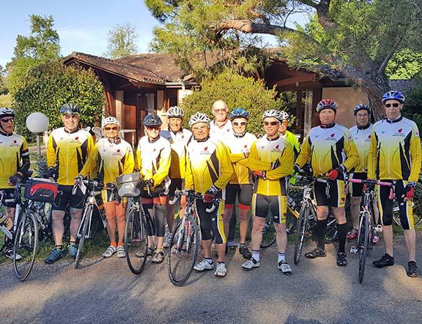 groupe de cyclotouristes au relais du moulin neuf barbaste