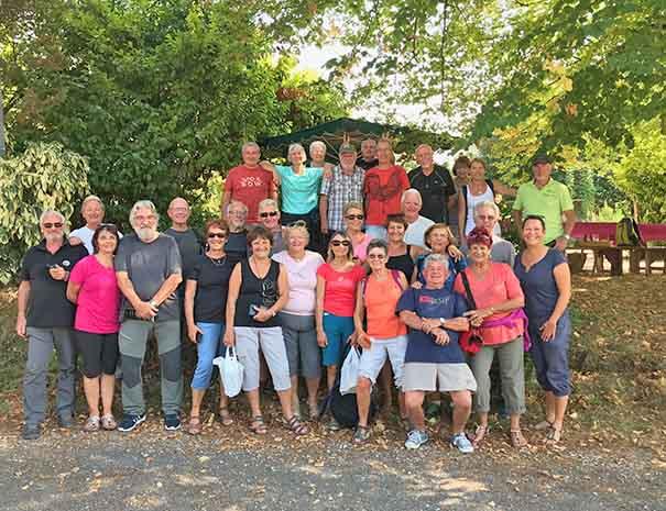 groupe rando à la ferme pour le repas du midi moulin neuf barbaste