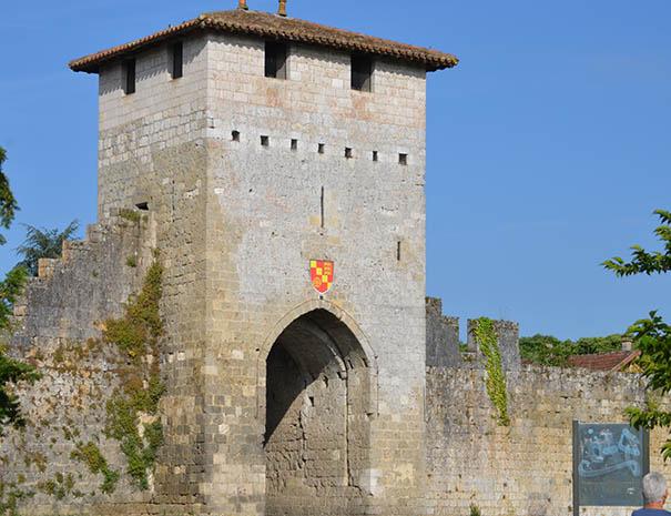 ville de Vianne, séjour en groupe tout compris touristique au relais du moulin neuf